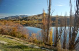 Lake Hayes, Arrowtown on a sunny day