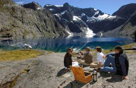 Visitors taking a luxury helicopter scenic flight and enjoying lunch